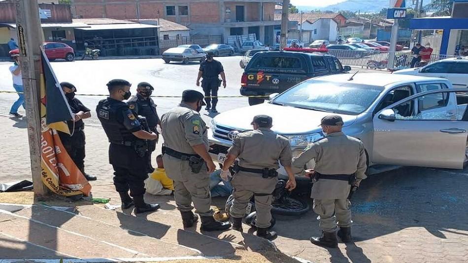 Propietario de una estación de servicio dispara y atropella a delincuentes en pleno robo
