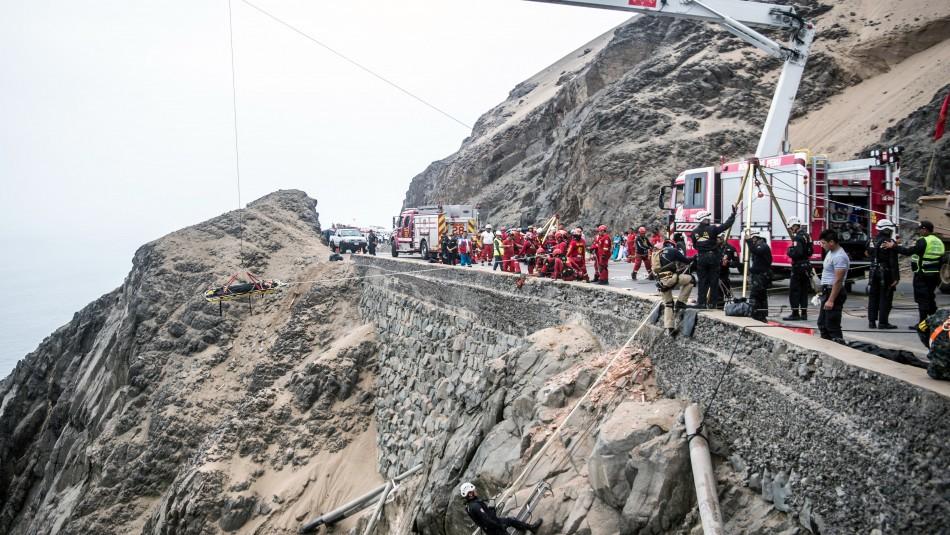 Niño de 6 años y otros 28 pasajeros mueren tras caída de un bus al abismo en ruta de Perú