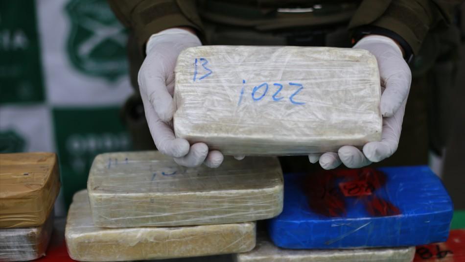 Conductor de camión trasladaba más de 300 millones de marihuana y pasta base en bolsos