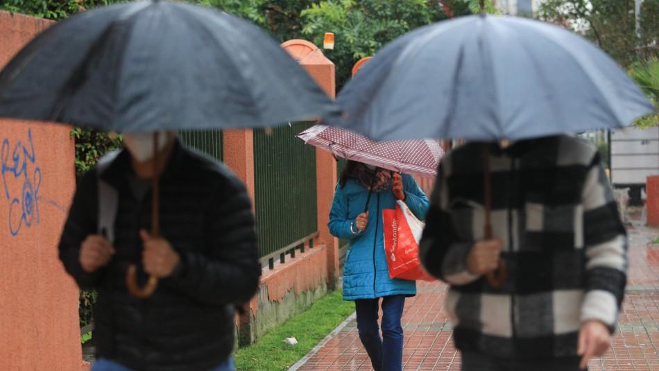 Lluvia en Santiago se mantendrá hasta la noche de este martes y podría volver el sábado