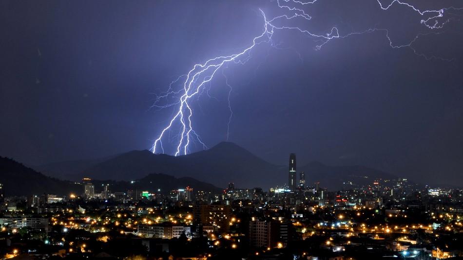 Alerta por tormentas eléctricas y posible granizo para la RM y otras 5 regiones
