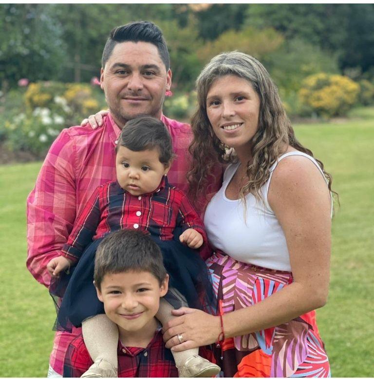 Manuel Neira junto a los hijos que tiene con Francisca Morales