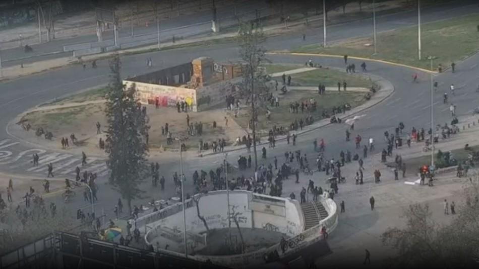 Manifestación en Plaza Italia da paso a incidentes, cortes de tránsito y cierre de acceso a estación de Metro
