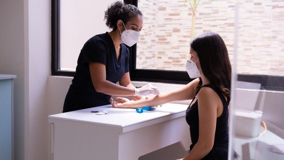 Así funcionaría la prueba de sangre capaz de detectar 50 tipos de cáncer: Está en etapa de prueba