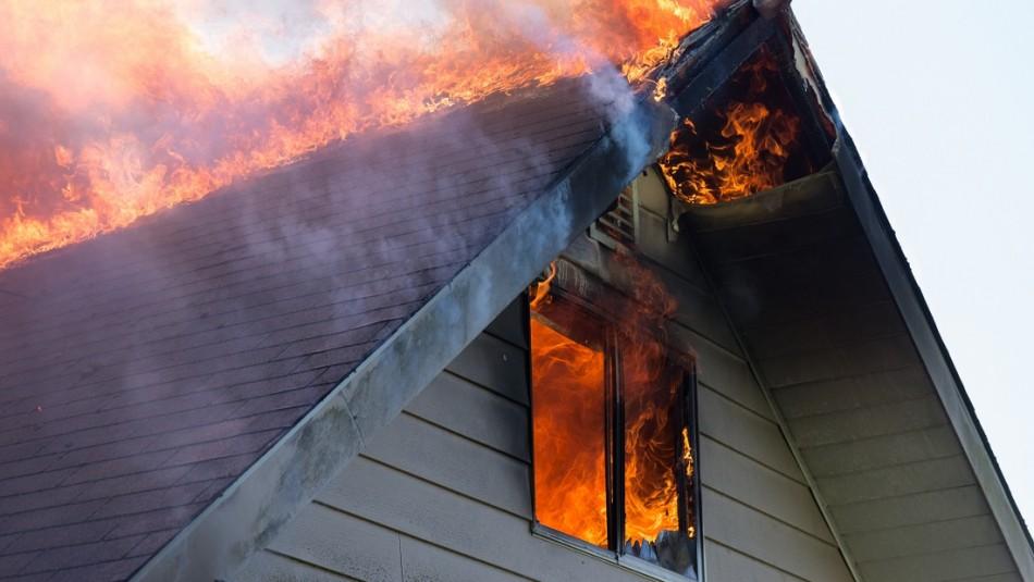 Mujer agoniza tras sufrir graves quemaduras en incendio: esposo es detenido como presunto autor del siniestro