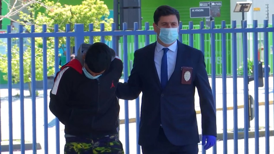 Detienen a un menor de edad y a un adulto que forman parte de peligrosa banda que realiza encerronas en Santiago