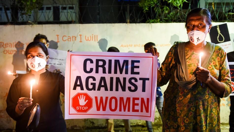 Mujer muere tras ser golpeada en violación masiva en India: hay un detenido y arriesga pena de muerte