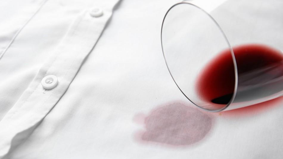 ¿Manchaste algo con vino? Así es como podrás sacar las manchas