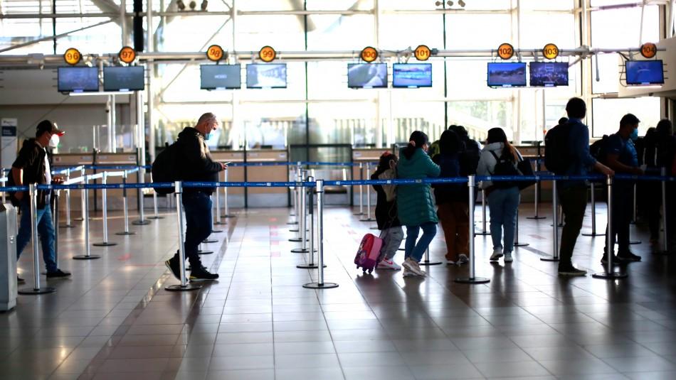 Gobierno flexibiliza fronteras para turistas y niños vacunados: 5 días de cuarentena y se acaban hoteles de tránsito