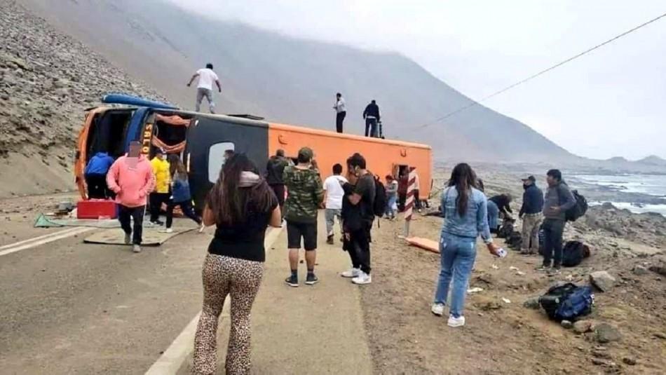 Bus de pasajeros se vuelca en Iquique y deja a 40 lesionados: 10 personas se encuentran en estado grave