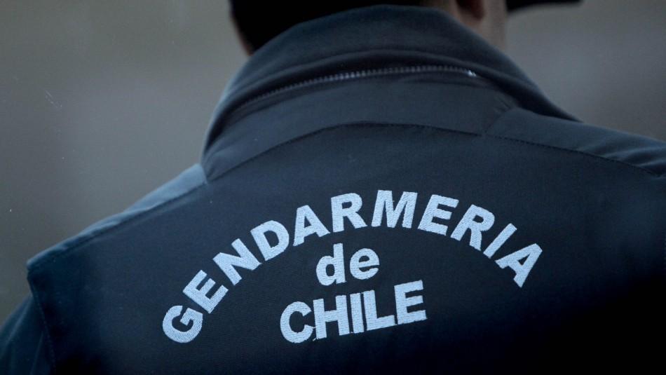 Gendarme es acusado de abusar sexualmente de interna al interior de vehículo institucional