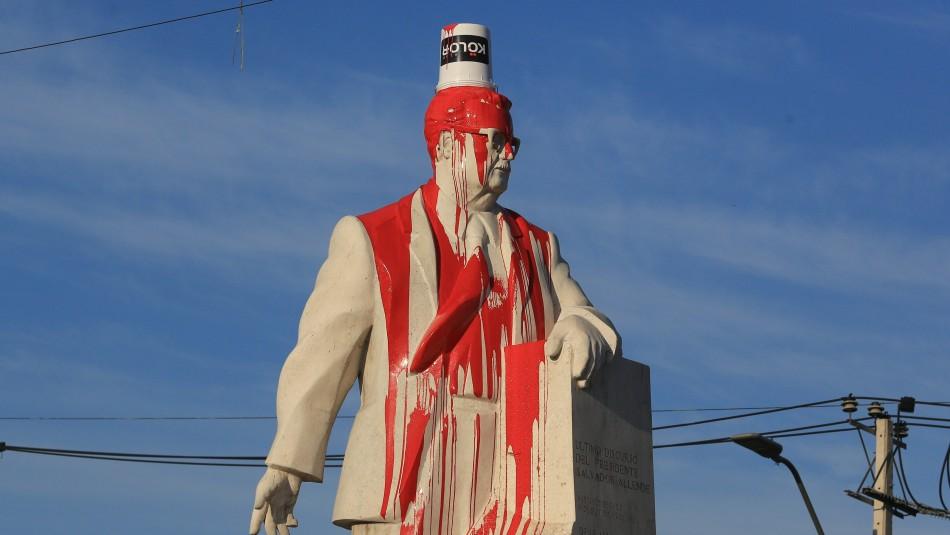 Desconocidos vandalizaron monumento del expresidente Salvador Allende en San Joaquín