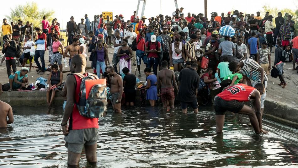 Crisis humanitaria: Unos 10.000 migrantes acampan bajo un puente en la frontera sur de Estados Unidos