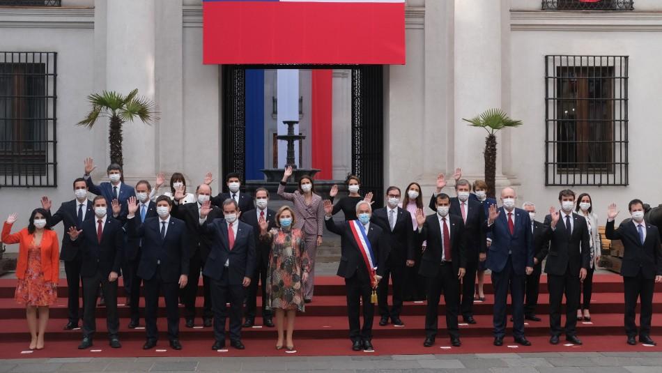 Presidente Piñera se sacó la foto oficial de 18 de septiembre con sus ministros y subsecretarios