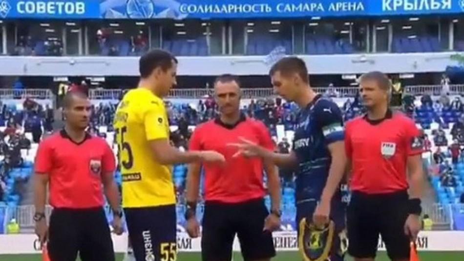 Árbitro de liga rusa olvidó moneda y pidió a capitanes definir el comienzo del partido con un