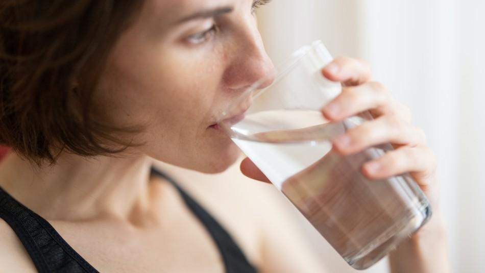 ¿Quedaste deshidratado? Esta es la cantidad de agua que deberías tomar al día