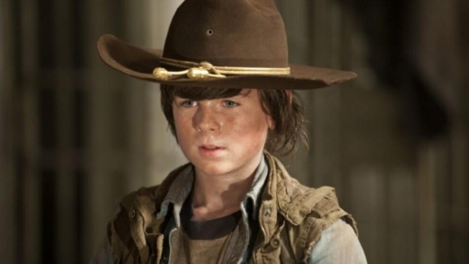 A más de 10 años del estreno de The Walking Dead: Así luce el pequeño niño que dio vida a Carl Grimes
