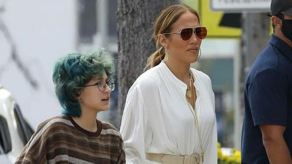 Emme reaparece con un outfit más casual junto a Jennifer Lopez y Ben Affleck en una noche de cine