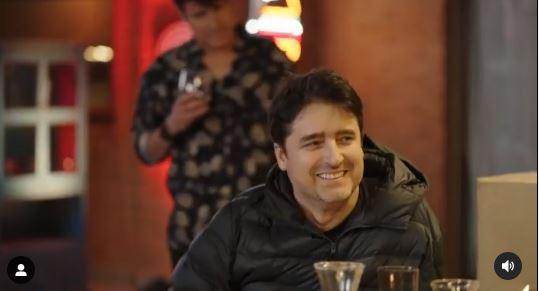 Kramer caracterizado como Jorge Zabaleta atrás del actor
