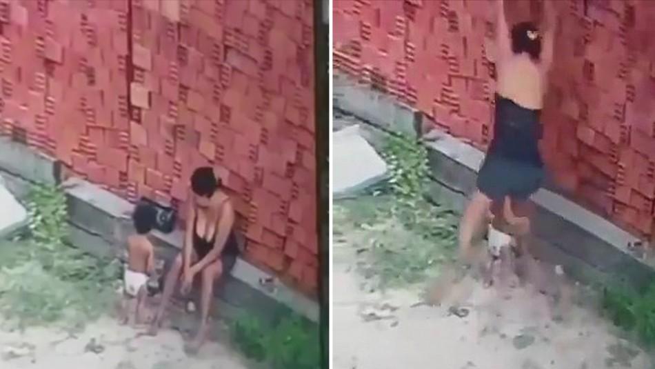 Madre salva la vida de su hijo y el video se viraliza: Usa su cuerpo como escudo para evitar que muera aplastado