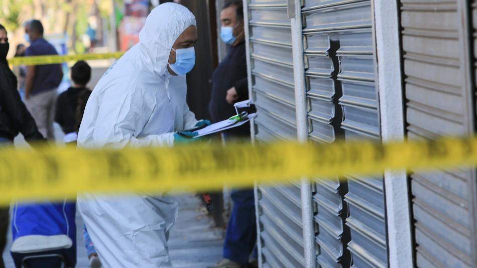 Investigan a funcionario de la PDI por crimen de joven mujer encontrada baleada en escalera de emergencia