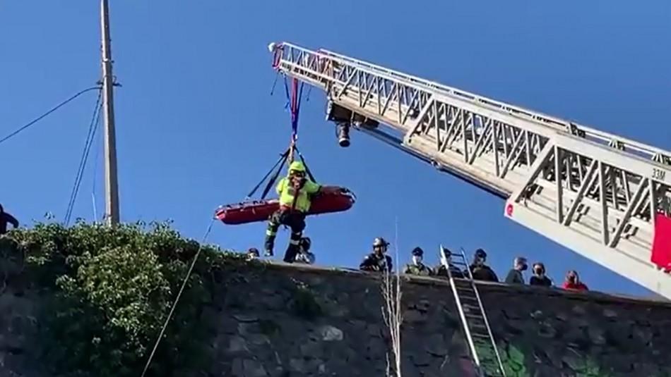 Rescatan a menor de 15 años que había caído desde 10 metros en Cerro Castillo