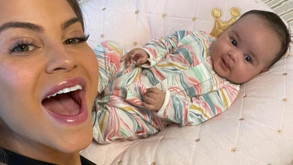 La hija de Natti Natasha ya tiene cuatro meses: Mira su última foto con un tutú azul y body