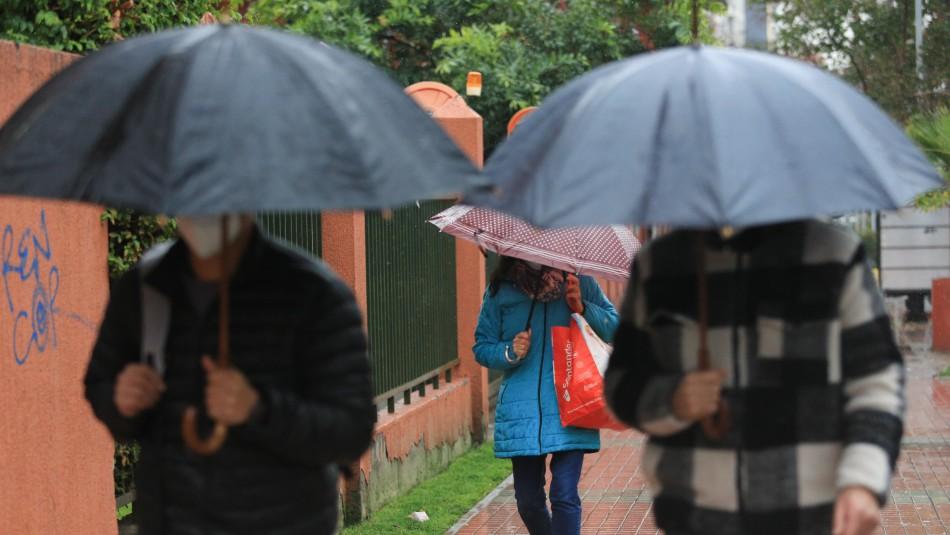 ¿Lloverá en Santiago?: Michelle Adam adelanta una