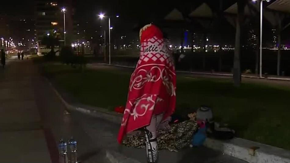 Migrantes pasarán la noche en la playa tras polémico desalojo en Iquique