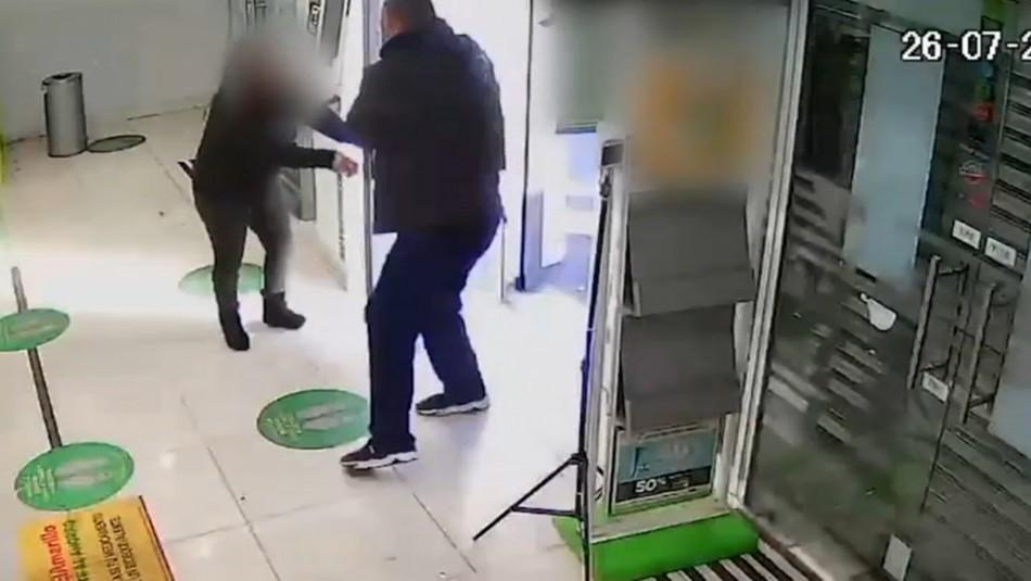 Detienen a delincuente que asaltaba recaudación del día en farmacias: Era apodado el