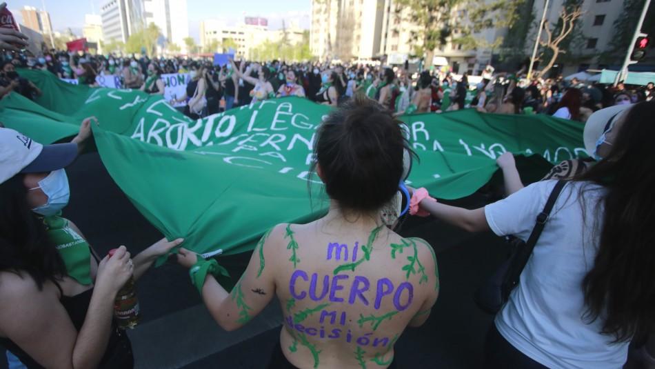 Manifestaciones en Plaza Italia provocan desvíos de tránsito y cierre de estación de Metro