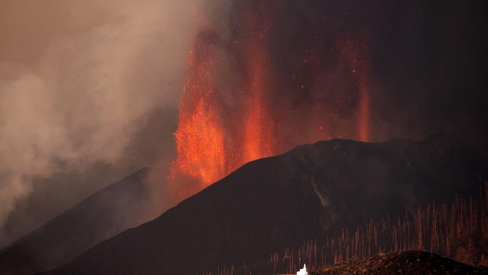 Se reactiva erupción del volcán Cumbre Vieja en España: