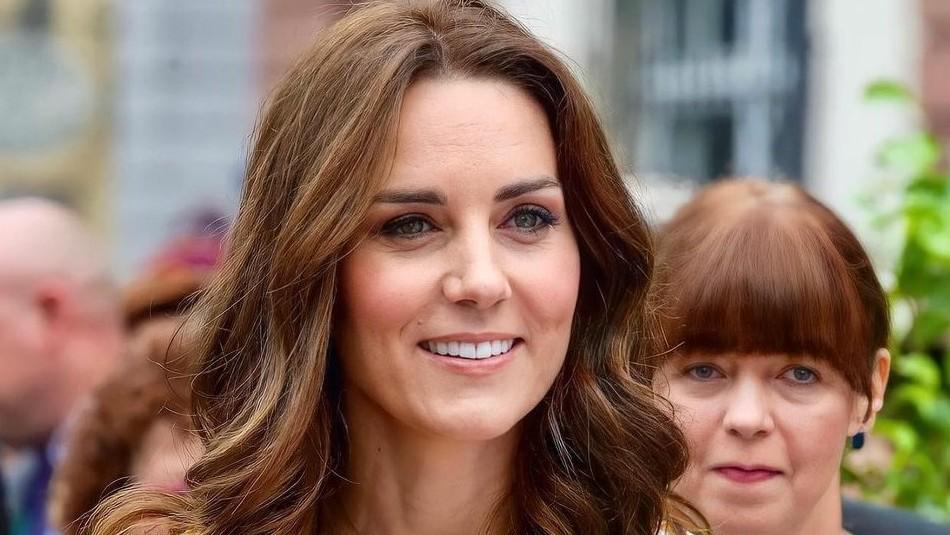 Kate Middleton reaparece en la alfombra roja y se viste de oro en un glamoro vestido: La llaman la