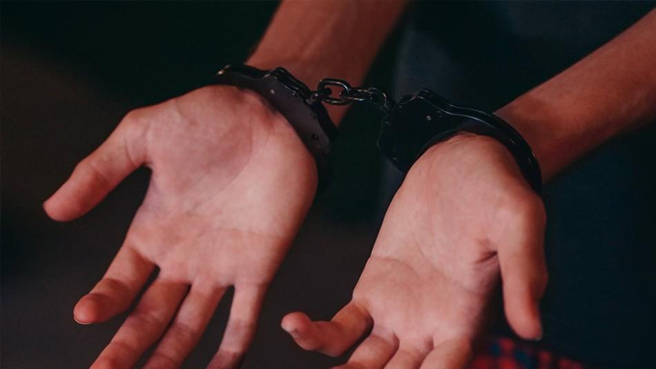 Mujer contrata a un peligroso ladrón para robarle a su propia abuela y la policía la detiene