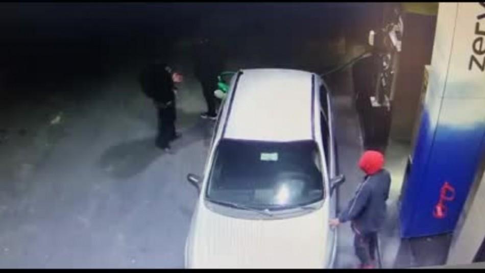 Detiene a ladrón que robó auto mientras conductor cargaba combustible: Víctima fue amenazada con arma de fuego