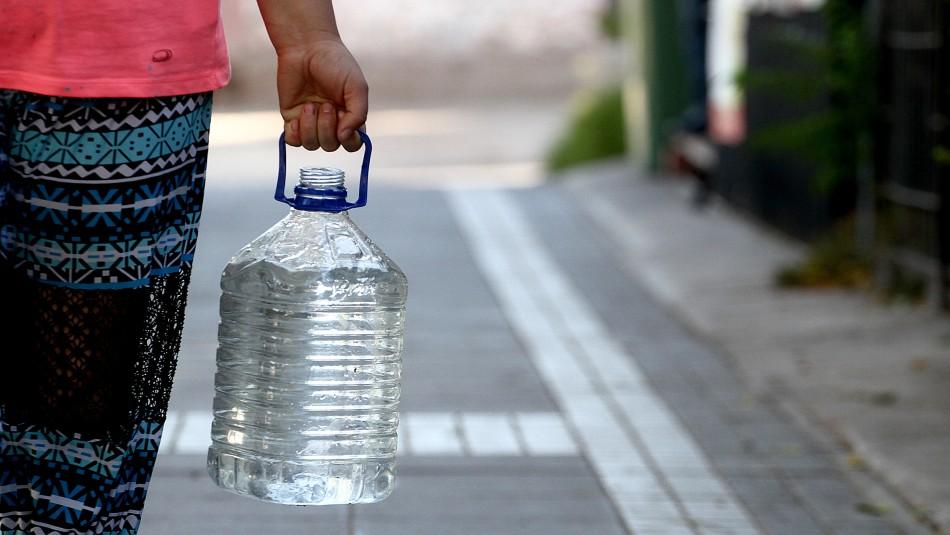 Comienza el corte de agua en cinco comunas de la RM: Revisa los puntos de abastecimiento
