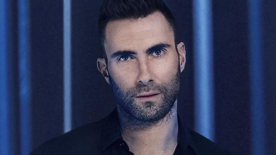 Adam Levine de Maroon 5 impacta con su nuevo y extravagante look: En redes dicen que