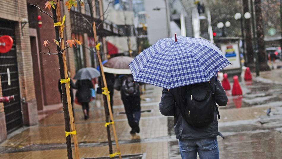Lluvia en Santiago: llaman a