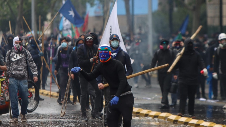 Incidentes en el centro de Santiago: Se reporta una mujer herida y diez detenidos