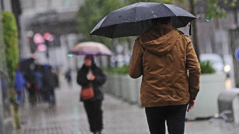 Pronostican probables precipitaciones para este jueves en Santiago: revisa cuánta agua caería
