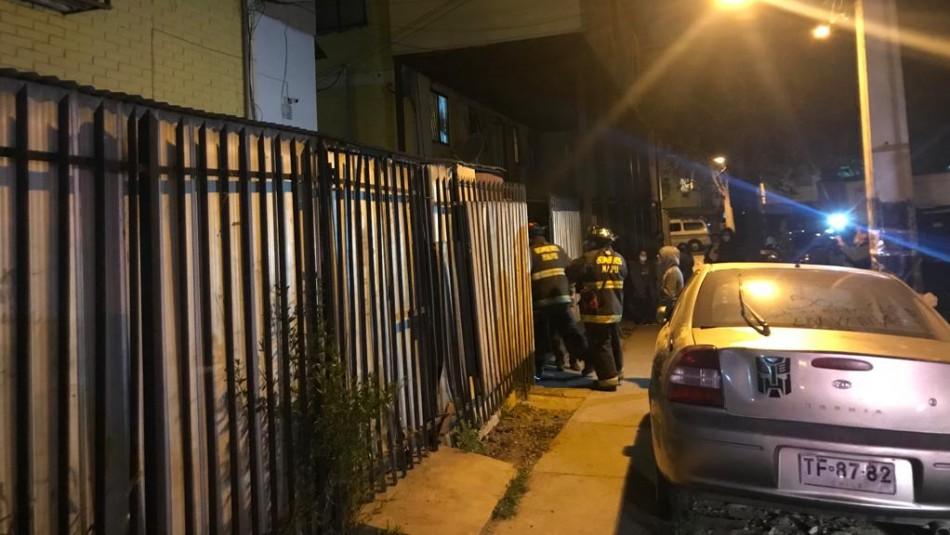 Bebé queda en riesgo vital tras violento incendio: estaba al cuidado de una niña de 10 años en la casa