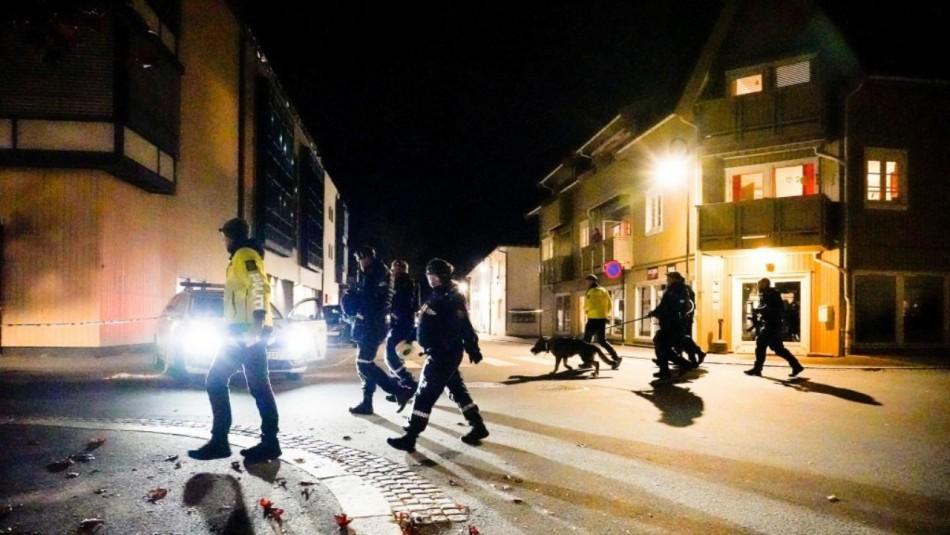 Detienen a hombre que atacó con un arco y flechas: Mató a cinco personas y no se descarta acto terrorista