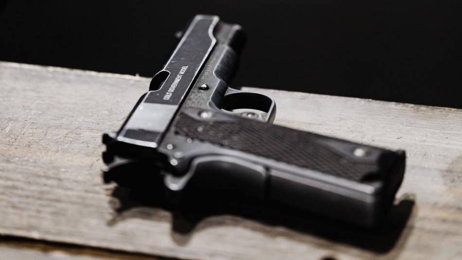 Niño mata a su madre de un disparo cuando ella se encontraba en llamada por Zoom: El arma era de su padre policía
