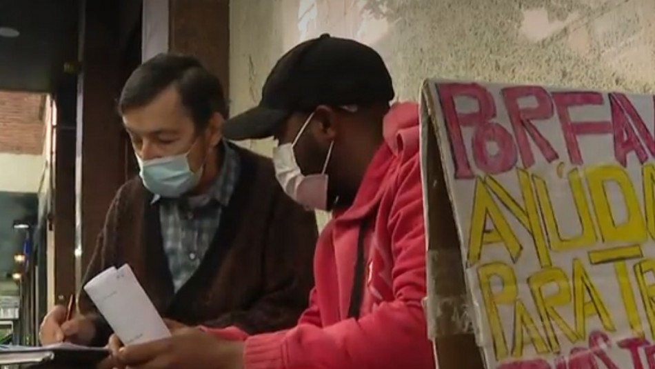 Profesor jubilado le hace clases a hombre en situación de calle para que se gradúe y encuentre trabajo